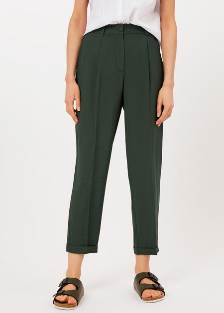 Укороченные брюки с поясом на резинке - фото 2