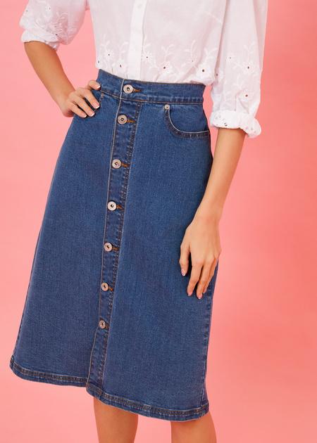 Джинсовая юбка-миди с пуговицами - фото 1