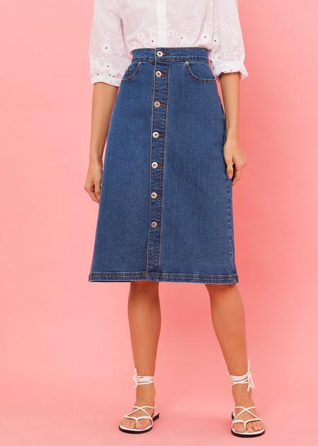 Джинсовая юбка-миди с пуговицами - фото 4