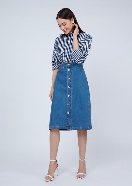 Джинсовая юбка-миди с пуговицами - фото 6