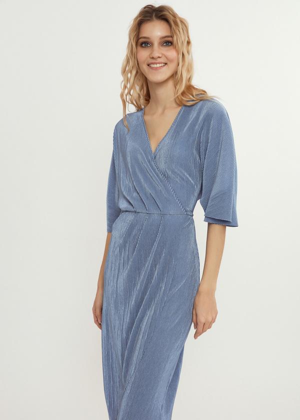 Плиссированное платье-миди на запахе - фото 2