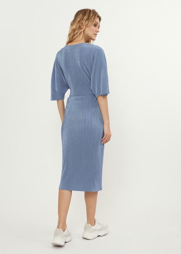 Плиссированное платье-миди на запахе - фото 5
