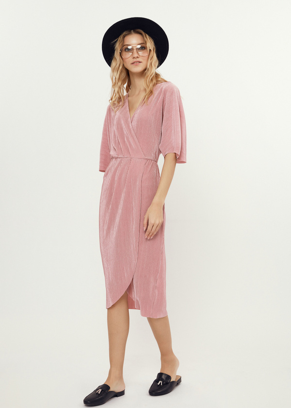 Плиссированное платье-миди на запахе - фото 1