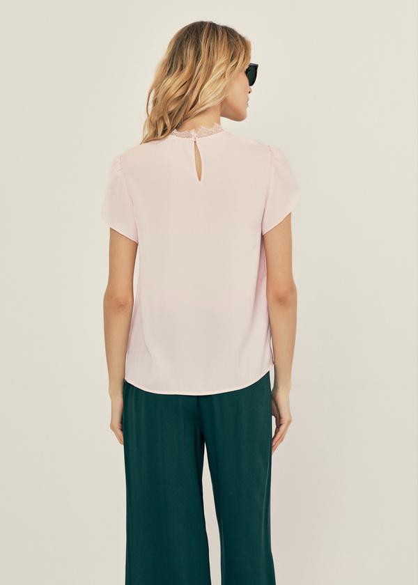 Легкая блуза с кружевом - фото 3