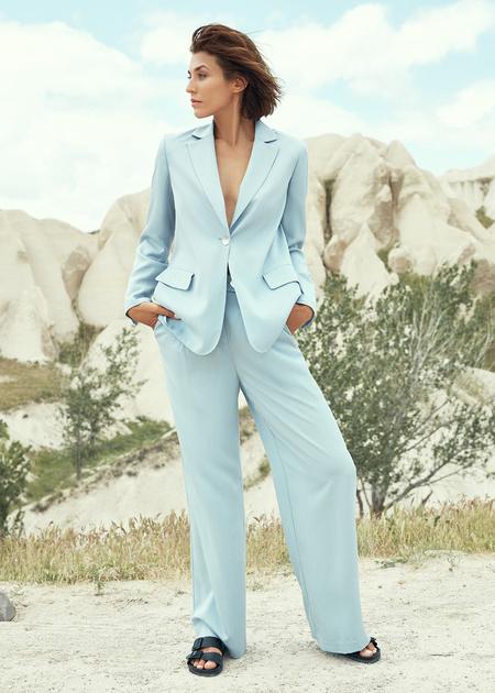 Широкие брюки с поясом на пуговице - фото 1