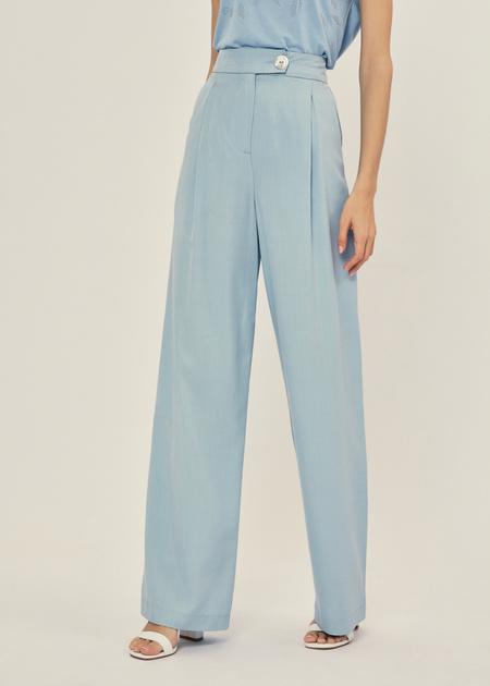 Широкие брюки с поясом на пуговице - фото 4