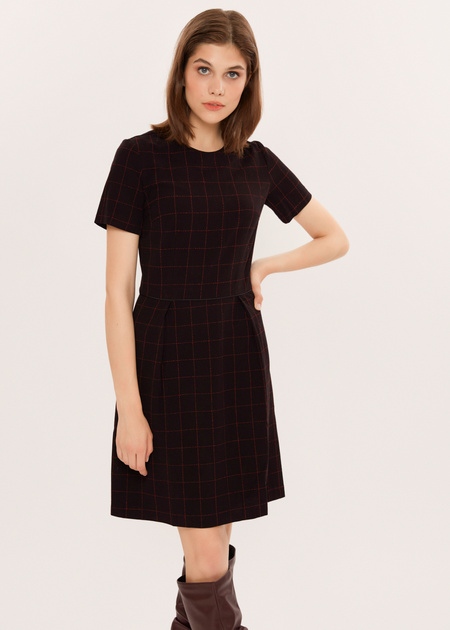 Приталенное платье в клетку - фото 1