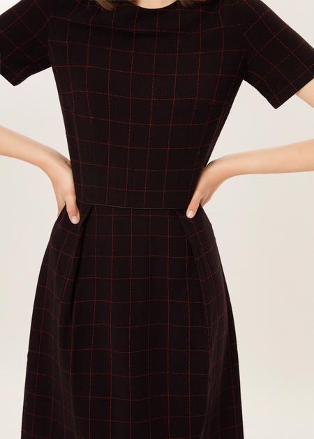 Приталенное платье в клетку - фото 3