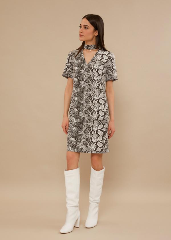 Платье-мини с чокером - фото 5