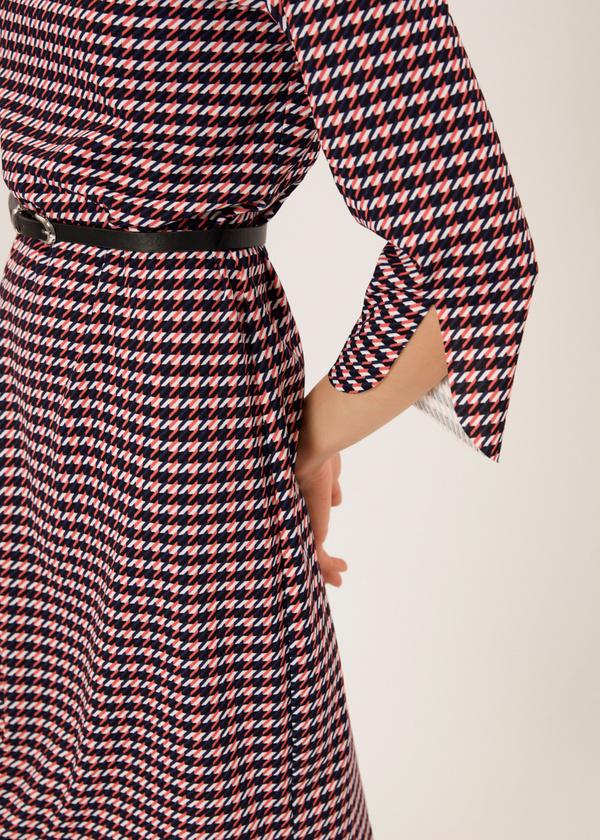 Приталенное платье с ремешком - фото 4