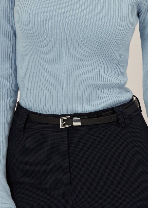 Зауженные брюки с ремешком - фото 4