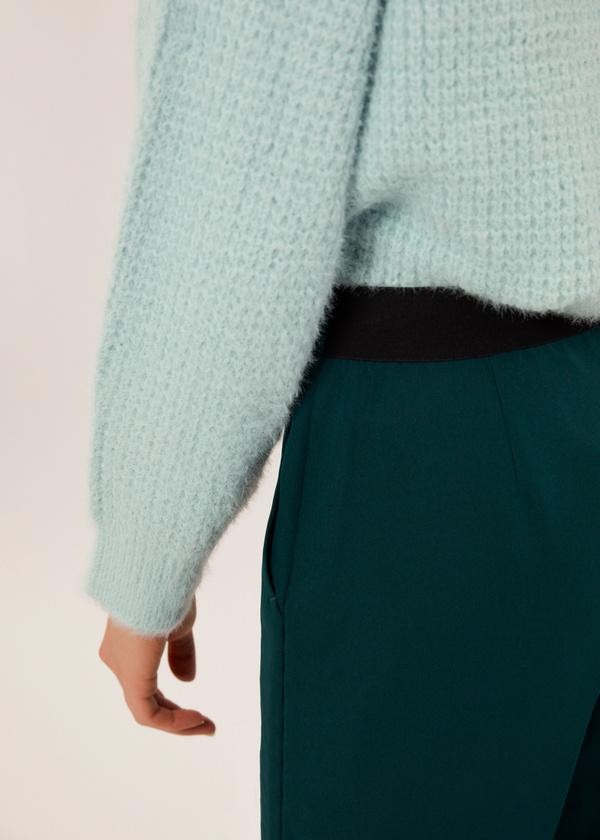 Укороченные брюки со стрелками и боковыми карманами - фото 4