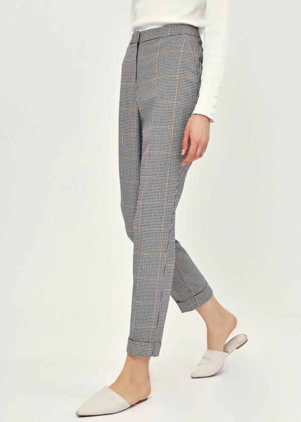 Укороченные брюки с подворотами - фото 4