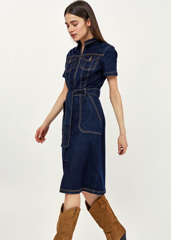 Джинсовое платье с поясом - фото 1