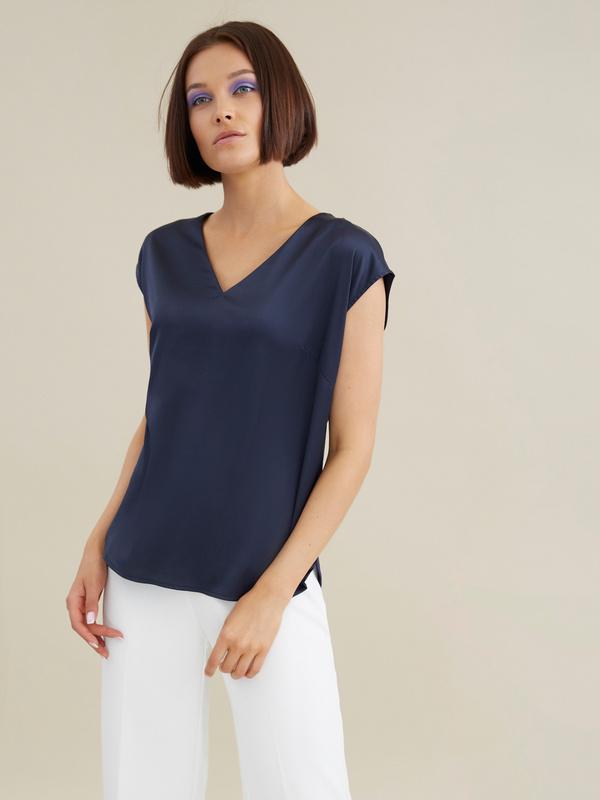 Атласная блузка с цепочкой - фото 2