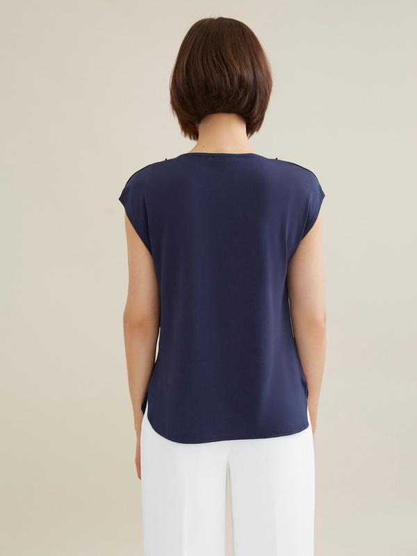 Атласная блузка с цепочкой - фото 3