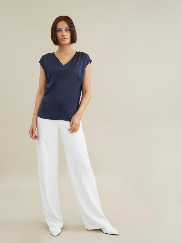 Атласная блузка с цепочкой - фото 4