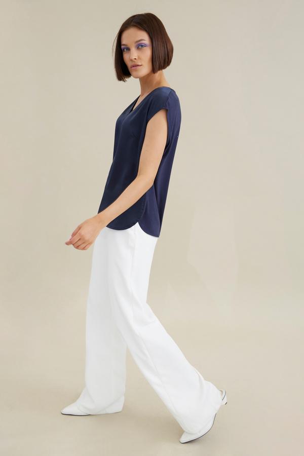 Атласная блузка с цепочкой - фото 5