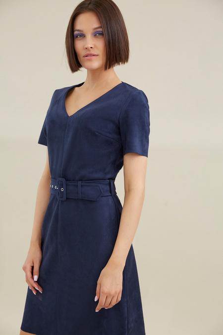 Платье с поясом имитация замши - фото 3
