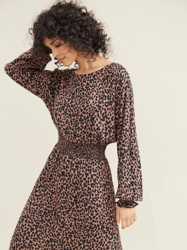 Платье-миди с леопардовым принтом - фото 2