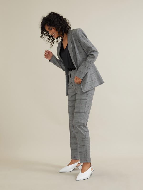 Зауженные брюки со стрелками - фото 6