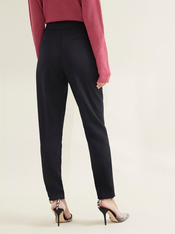 Зауженные брюки с врезными карманами - фото 3