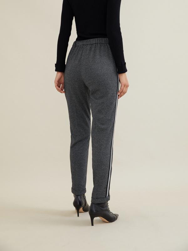 Зауженные брюки с боковой полоской - фото 2