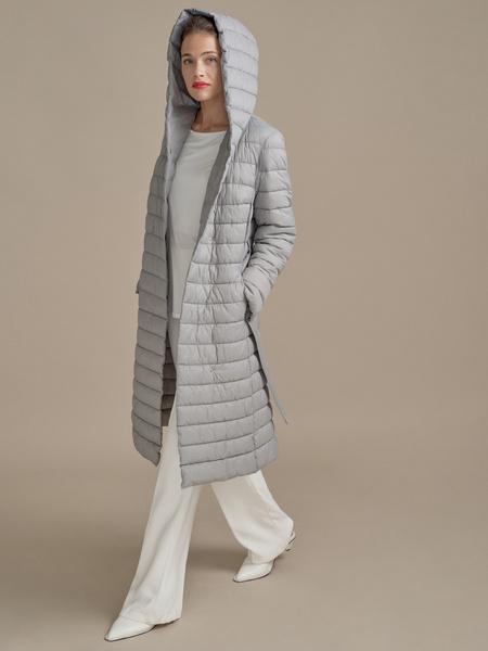 Стеганое пальто на поясе с капюшоном - фото 2