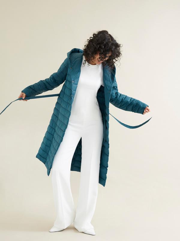 Стеганое пальто на поясе с капюшоном - фото 6