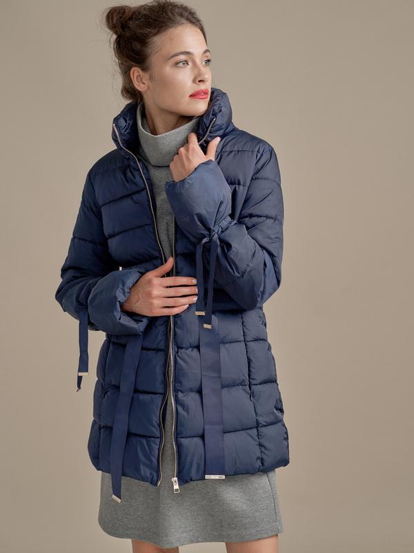 Куртка с поясом и завязками на рукавах - фото 1