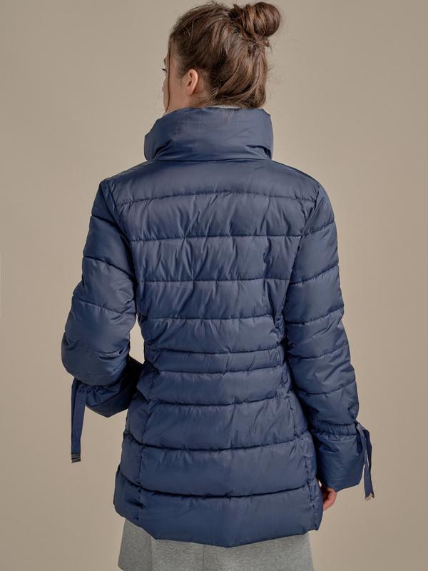 Куртка с поясом и завязками на рукавах - фото 2