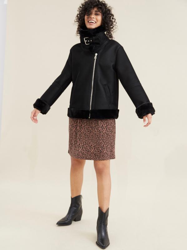 Куртка-дубленка с воротником стойкой - фото 6