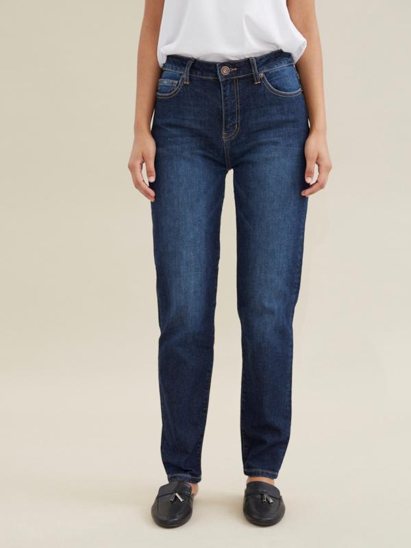 Прямые джинсы с эффектом потертости - фото 3