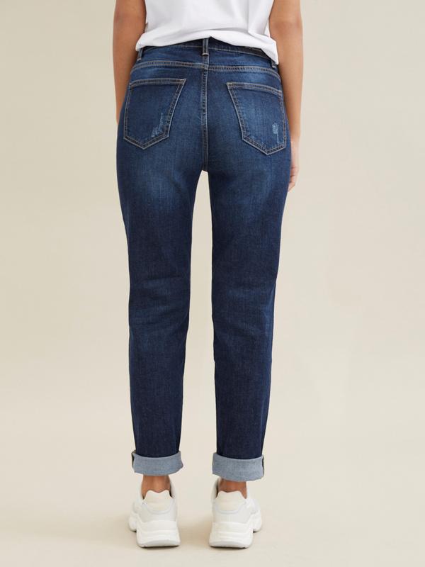 Прямые джинсы с эффектом потертости - фото 4