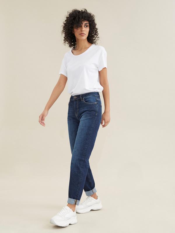 Прямые джинсы с эффектом потертости - фото 5