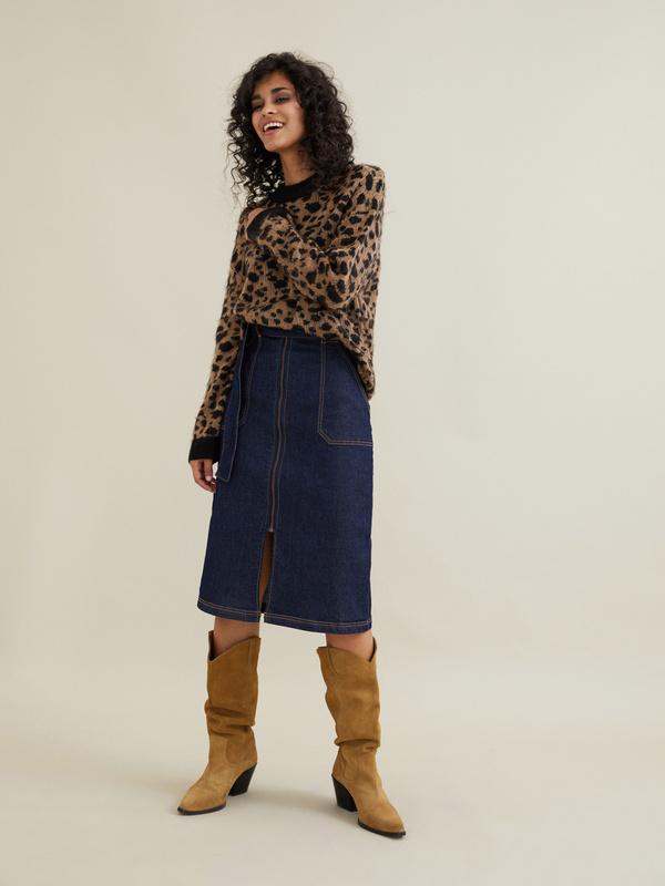 Джинсовая юбка-миди с поясом - фото 7