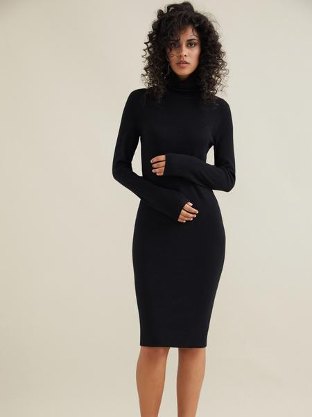 Облегающее трикотажное платье вискоза - фото 1