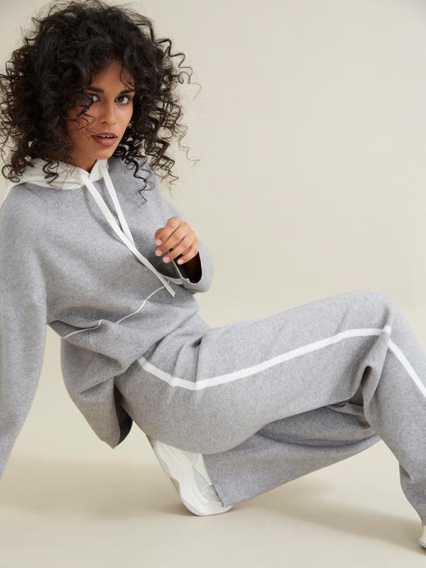 Трикотажные брюки с контрастной полосой - фото 6