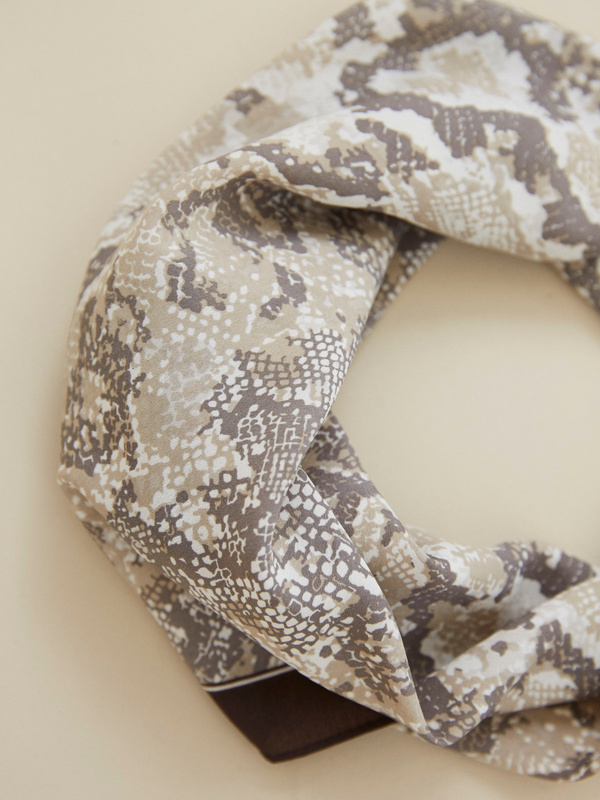 Платок со змеиным принтом - фото 4