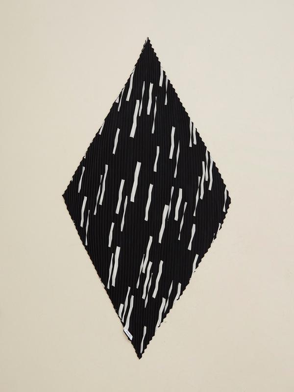 Платок из плиссированной ткани - фото 1