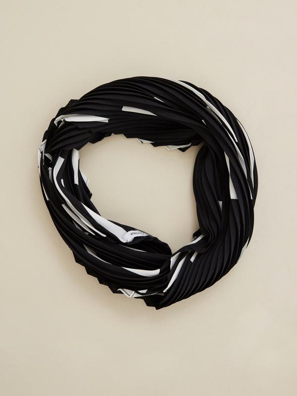 Платок из плиссированной ткани - фото 2