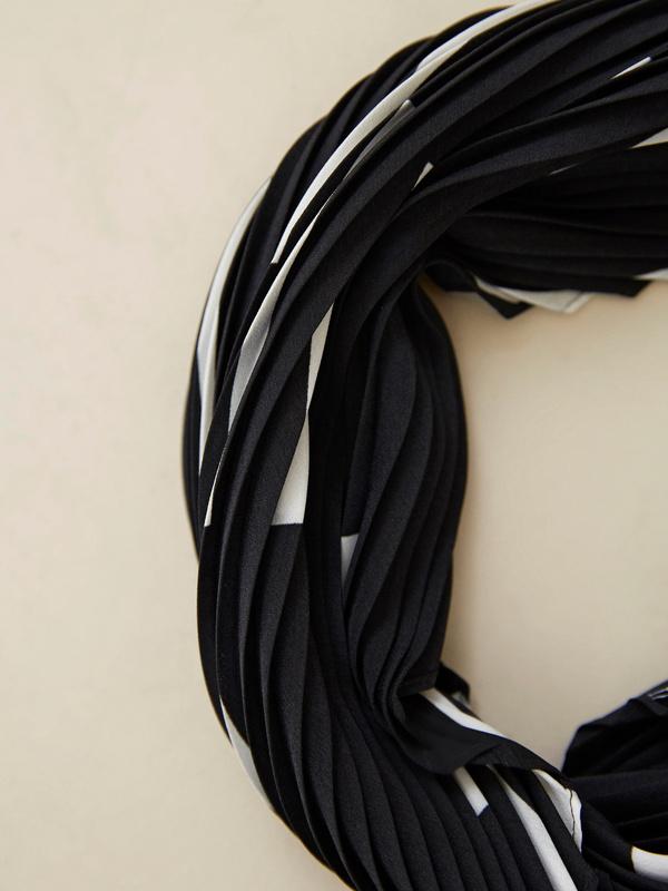 Платок из плиссированной ткани - фото 3