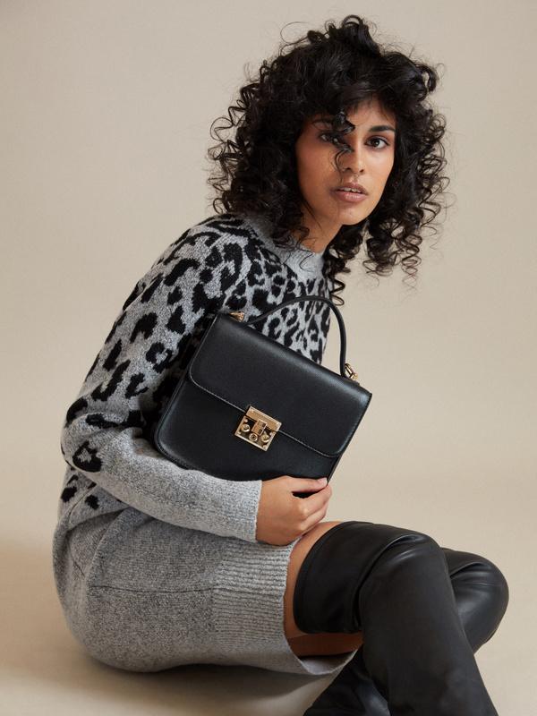 Мини-сумка с брелоком - фото 5