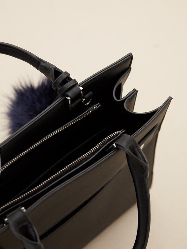 Фактурная сумка с брелком - фото 3