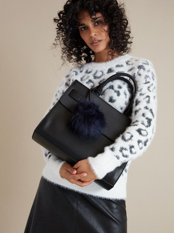 Фактурная сумка с брелком - фото 4