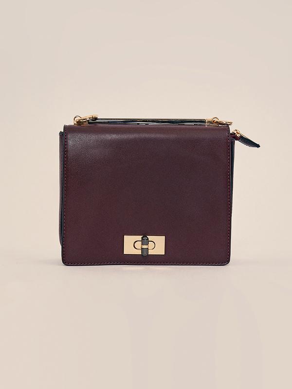 Мини-сумка с клапаном на длинном ремешке - фото 3