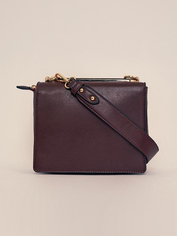 Мини-сумка с клапаном на длинном ремешке - фото 4