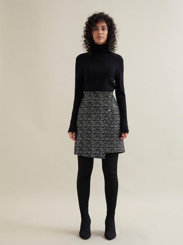 Фактурная юбка-мини на запахе - фото 5
