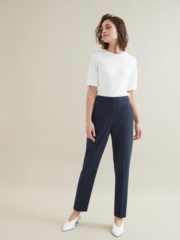Зауженные брюки с отрезными карманами - фото 4
