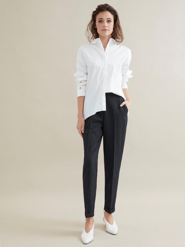 Зауженные брюки с эластичным поясом и подворотами - фото 1